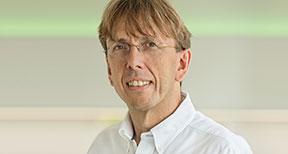 Fachzahnarzt für Kieferorthopädie, Master of Science Lingual Orthodontics